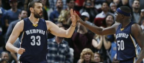 Marc Gasol came up with the big shot to win Game 3 for Memphis in OT. [Image via Blasting News image library/inquisitr.com]