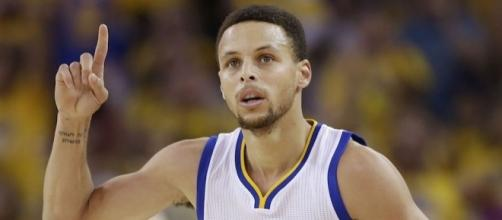 Stephen Curry and the Warriors are one win from the next round of the playoffs. [Image via Blasting News image library/inquisitr.com]