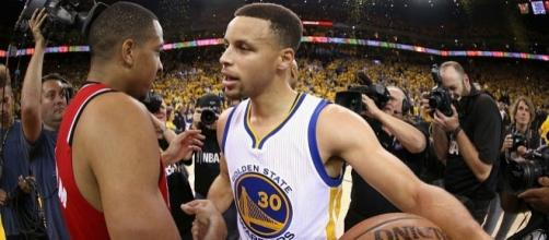 Stephen Curry led the way for the Warriors with 33 points - oregonlive.com