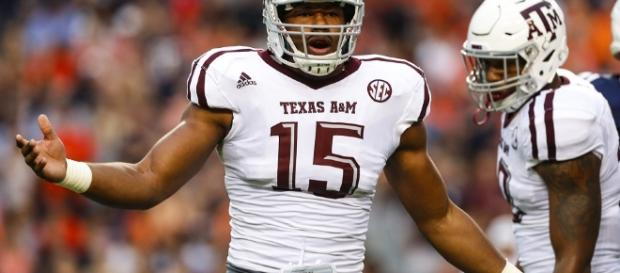 Texas A&M DE Myles Garrett is expected to be the first draft pick taken. [Image via Blasting News image library/inquisitr.com]