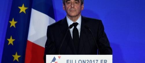 Francois Fillon parle a ses sympathisans