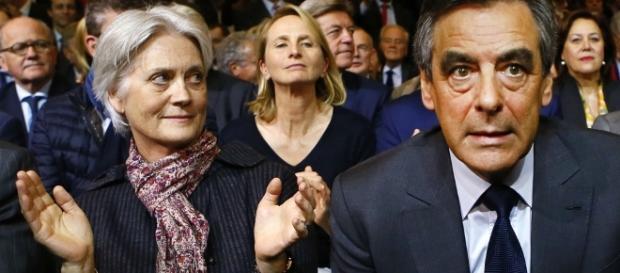 Penelope et Francois Fillon foule