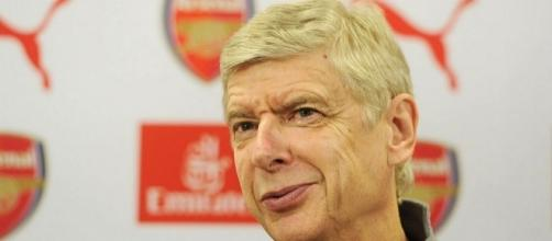 Arsene Wenger answers journalists' questions.