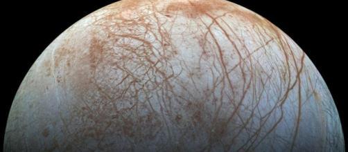 European scientists set eyes on ice moon Europa - BBC News - bbc.com