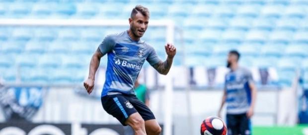 Gastón Fernandez em treino no Grêmio