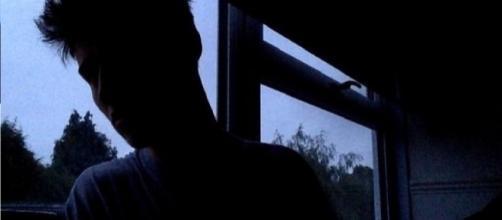 Eu quero ficar longe de você para te esquecer.
