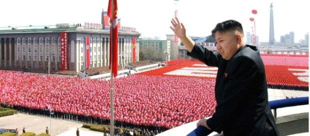 Kim Jong-Un discursando na Coreia do Norte