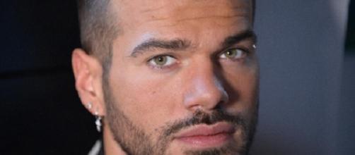 Claudio Sona annuncia di voler denunciare un detrattore