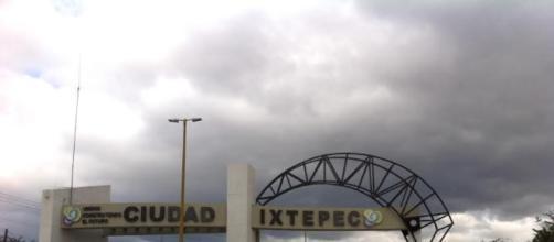 El alcalde de Ciudad Ixtepec, Oaxaca, confronta a locatarios del mercado actual.