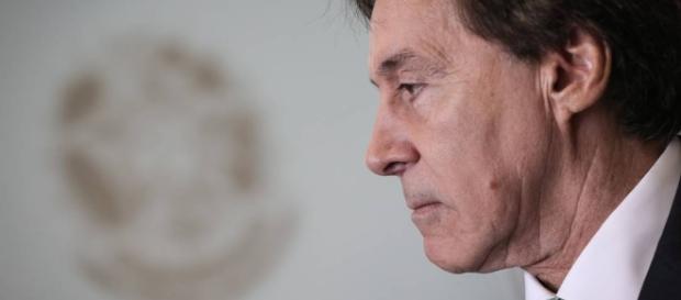 Eunício Oliveira passa mal após não concordar com notícia do Jornal Nacional