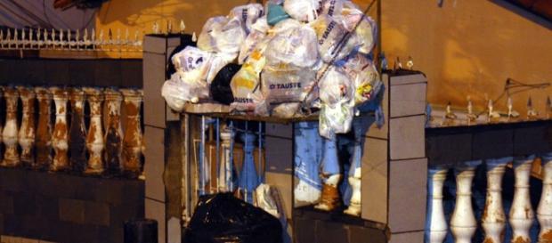 Lixeiras lotadas é o que mais tem se visto na cidade