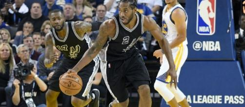 Kawhi Leonard and the Spurs advanced to the second round of the playoffs on Thursday night. [Image via Blasting News image library/inquisitr.com]