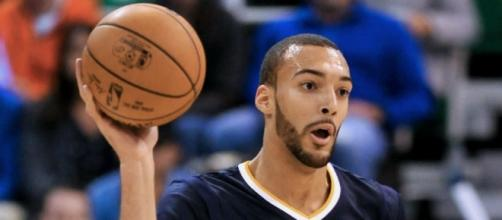 Rudy Gobert and the Jazz will try to stave off elimination on Friday night against the Clippers. [Image via Blasting News image library/inquisitr.com]