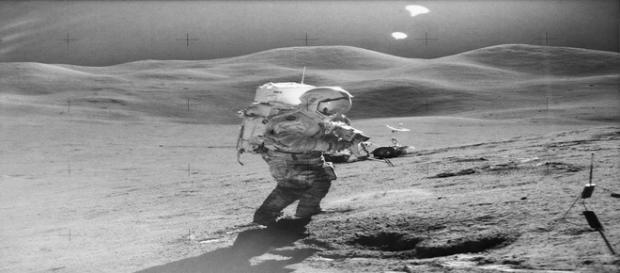 Fotografia tirada em 1971 revela dois ovnis (NASA)