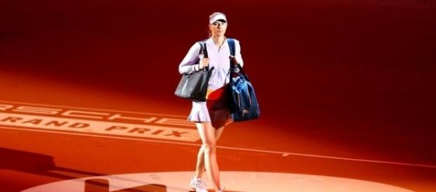 Maria Sharapova entering the court for her first match against Roberta Vinci. / from 'The Sun' - thesun.co.uk
