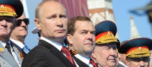 Vladimir Putin nega que esteja preparando o Exército para uma suposta guerra