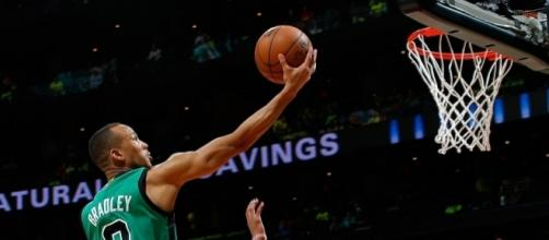 Avery Bradley helped lead Boston to a closeout win over Chicago on Friday night. [Image via Blasting News image library/inquisitr.com]