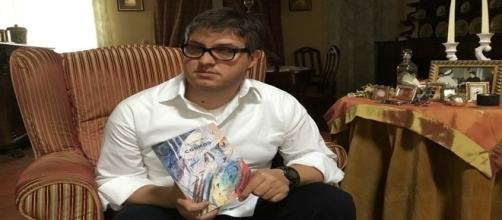 """Luca Grigoli, scrittore con il suo libro """"Cosmos"""" (Este Edition) * dall'autore"""