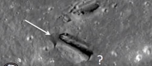 Suposta passagem para o interior lunar achada em foto da NASA (secureteam10)