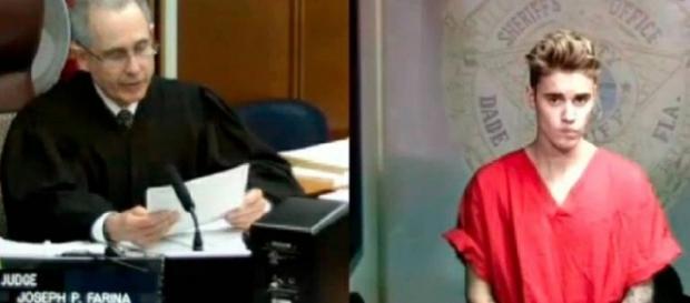 Justin Bieber foi novamente processado pelos vizinhos