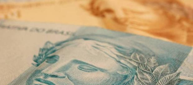 Salários, pensões e aposentadorias custam 20 bilhões de reais ao cofres públicos