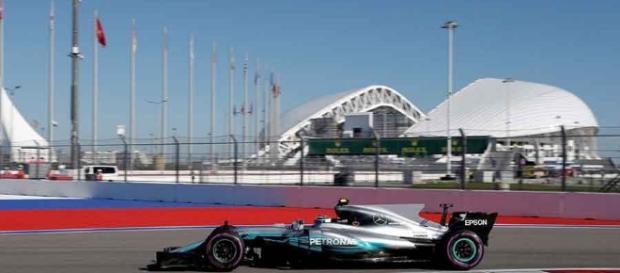 Vettel leads 1-2 for Ferrari in qualifying at Sochi Autodrom - snaplap.net