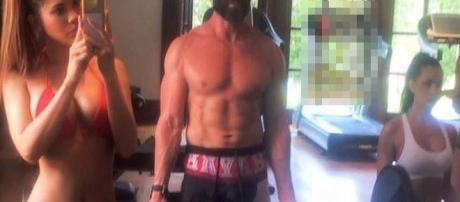 Esse gringo foi trollado por um brasileiro que mandou ele comprar novas pernas