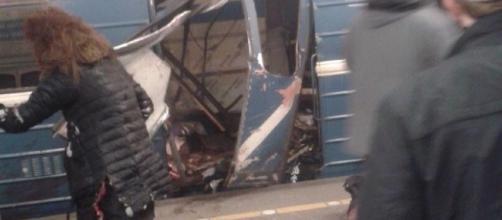 Attentato San Pietroburgo: esplosioni nella metro, vagone ... - blitzquotidiano.it
