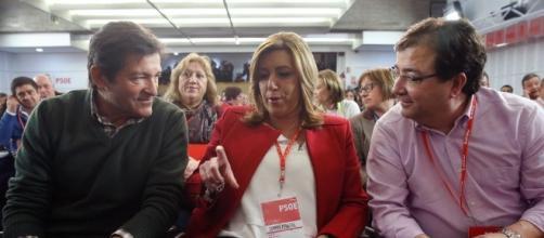 Susana Díaz junto a Javier Fernández (presidente de la Gestora) y Fernández Vara
