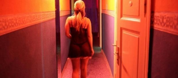 Apresentadora contrata prostitutas