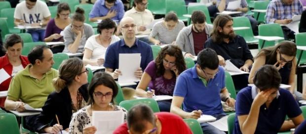 Educación prepara unas oposiciones con un 6 % menos de plazas que ... - lavozdegalicia.es