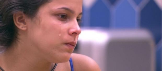Emilly não conseguiu segurar o choro