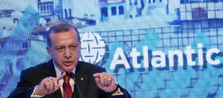 La Turquie interdit des émissions de télé, bloque Wikipédia et ... - sudouest.fr