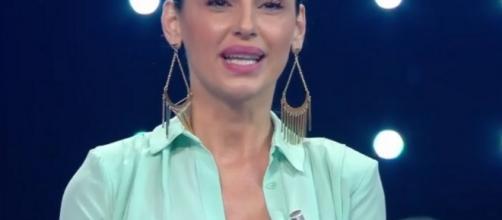 Anna Tatangelo irriconoscibile a I Migliori Anni | Velvet Style Italia - velvetstyle.it