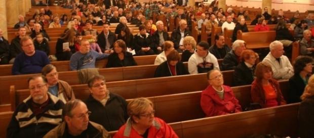 Empty church pews - Photo: Blasting News Library - keywordsuggests.com