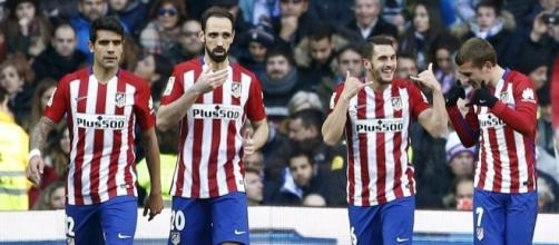 Augusto, Juanfran, Koke y Godín celebran un gol