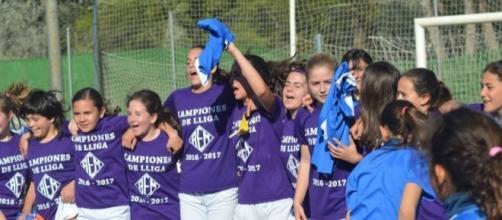 Las jugadoras del AEM Lleida celebrando la victoria