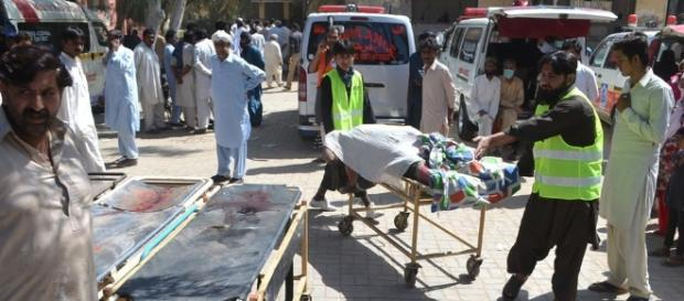 20 devotees killed by Pak Sufi shrine custodians with knives ... - hindustantimes.com