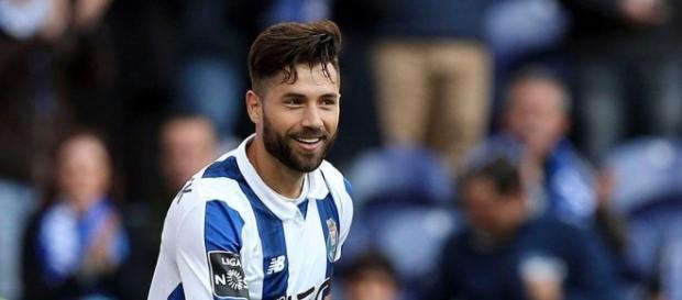 Atualmente no FC Porto, Felipe pode render quantia milionária para o Corinthians