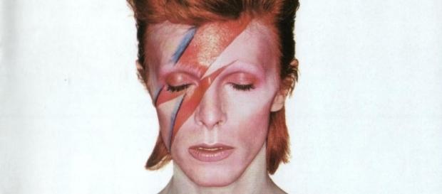 David Bowie na capa de Aladdin Sane em 1973