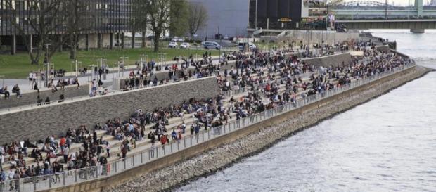 Immer wieder Tumulte und Messerstechereien - Rheinboulevard wird ... - bild.de