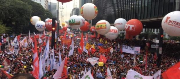 Na convocatória, as centrais sindicais mostram três motivos fortes para os trabalhadores cruzarem os braços.