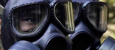 Un pueblo de Siria es bombardeado químicamente y su población civil es la que sufre.