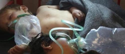 20 niños han muerto y centenares han sufrido asfixias y vómitos. Vía telemundo.com