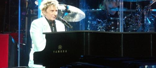 Barry Manilow has come out after more than four decades [Image via Wikimedia Commons]