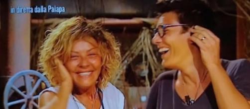 Eva Grimaldi e Imma Battaglia all'Isola dei famosi