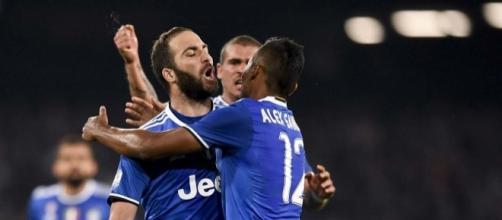 Higuain trascina la Juventus in finale.