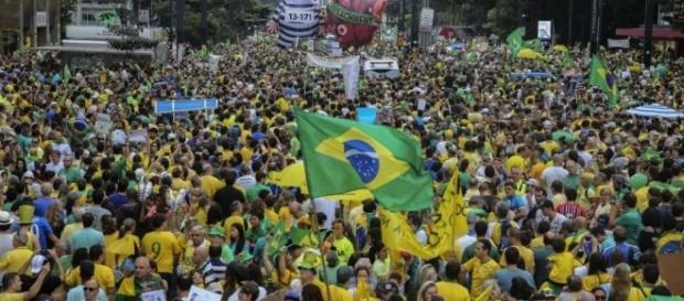 Manifestações no Brasil: Maior manifestação da democracia l