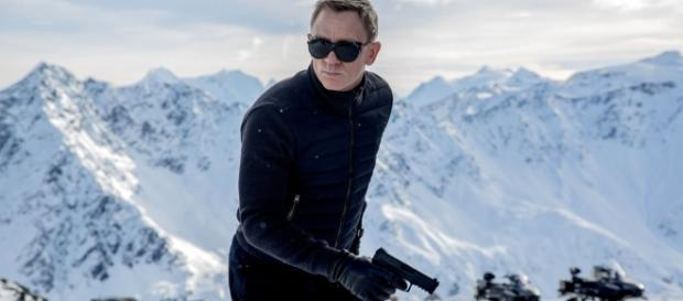 Review: In 'Spectre,' Daniel Craig Is Back as James Bond, No ... - nytimes.com