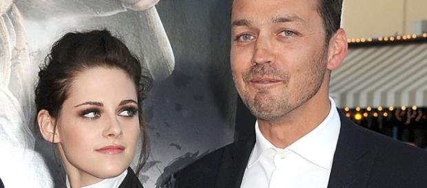 """""""Snow White and the Huntsman"""" director reflects on affair with """"Twilight"""" actress. (via Blasting News library)"""